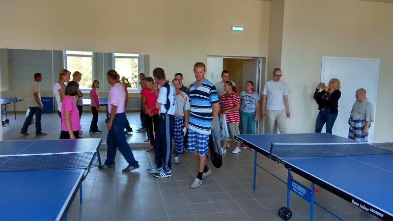 Ребята возле теннисных столов