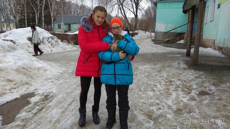 Девчёнки с котейкой